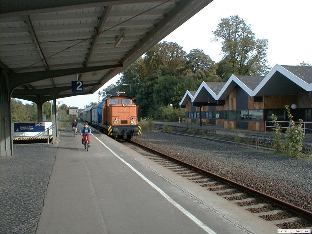Der Zug F Hrt Aus Dem Depot Kommend In Rinteln Ein